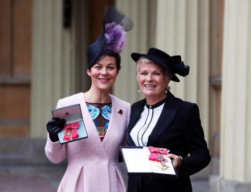 Dame Julie Walters et Helen McCrory reçoivent leur honneurs lors de la cérémonie d'Investiture à Buckingham Palace !